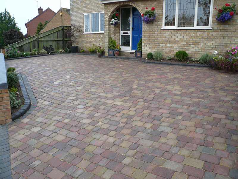 Mixed colours alpha setts with charcoal border and charcoal kerbs.