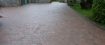 Brindle alpha setts with a charcoal border.